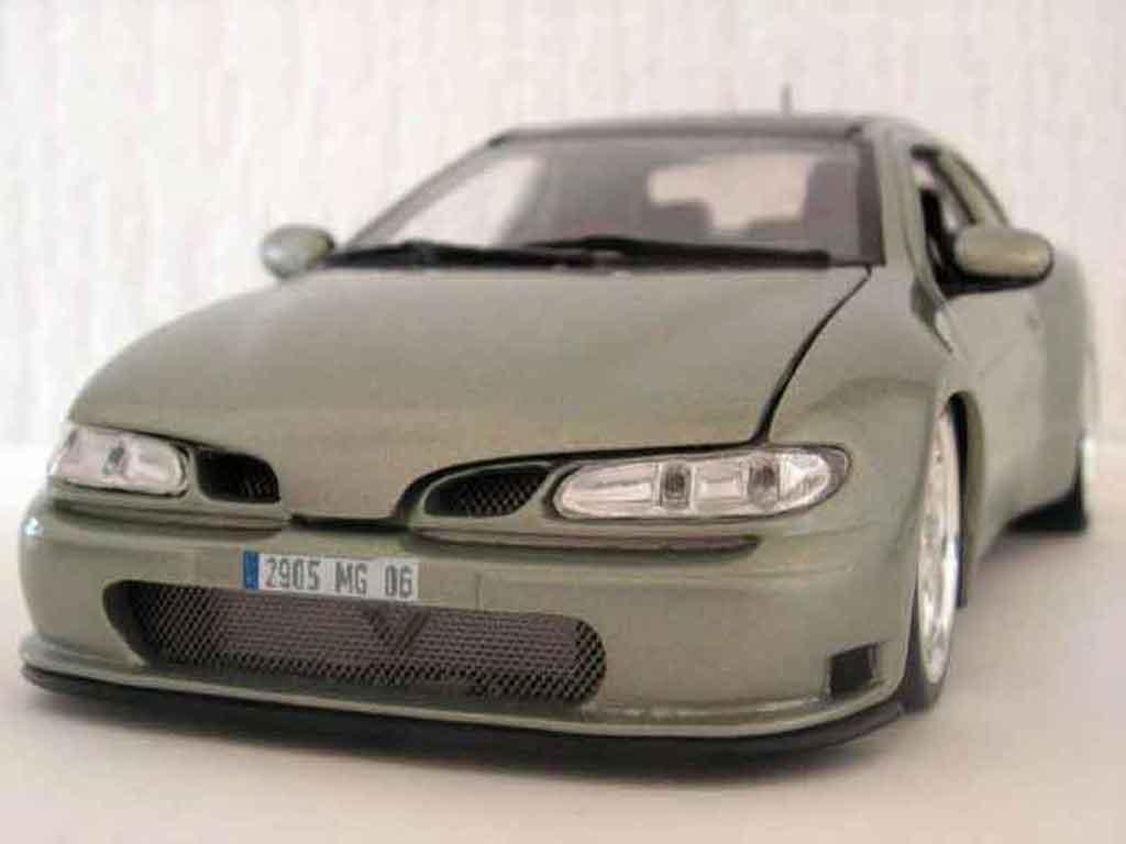 Renault Megane 1/18 Anson Maxi tilleul carbone miniature
