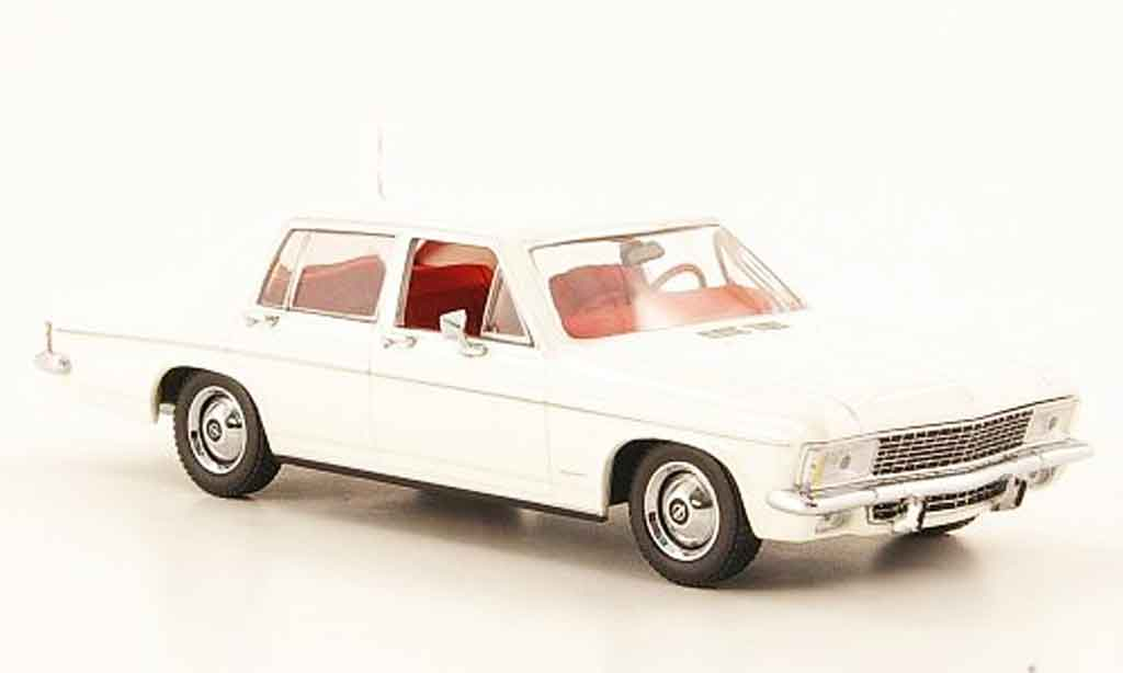 Opel Kapitan 1/43 Minichamps blanche 1969 miniature