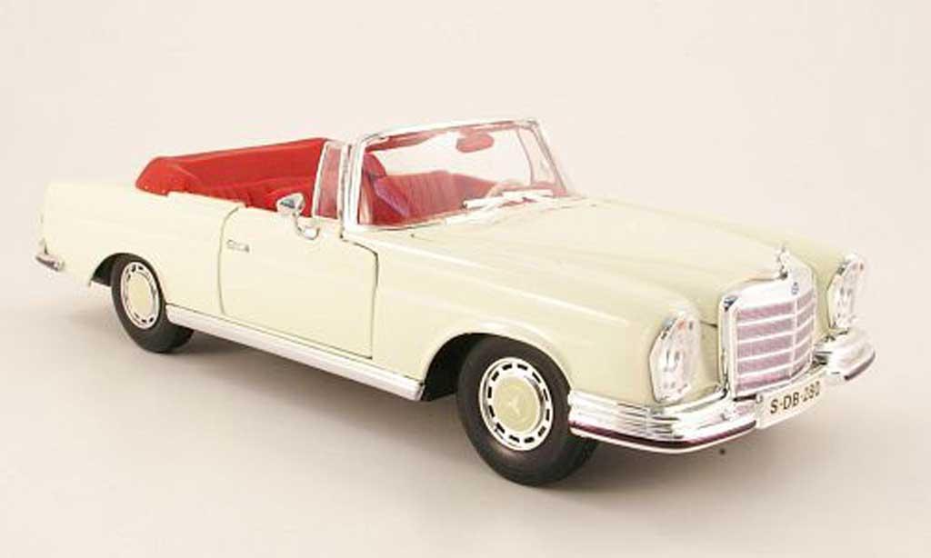 Mercedes 280 1966 1/18 Maisto se (w111) cabriolet blanche miniature