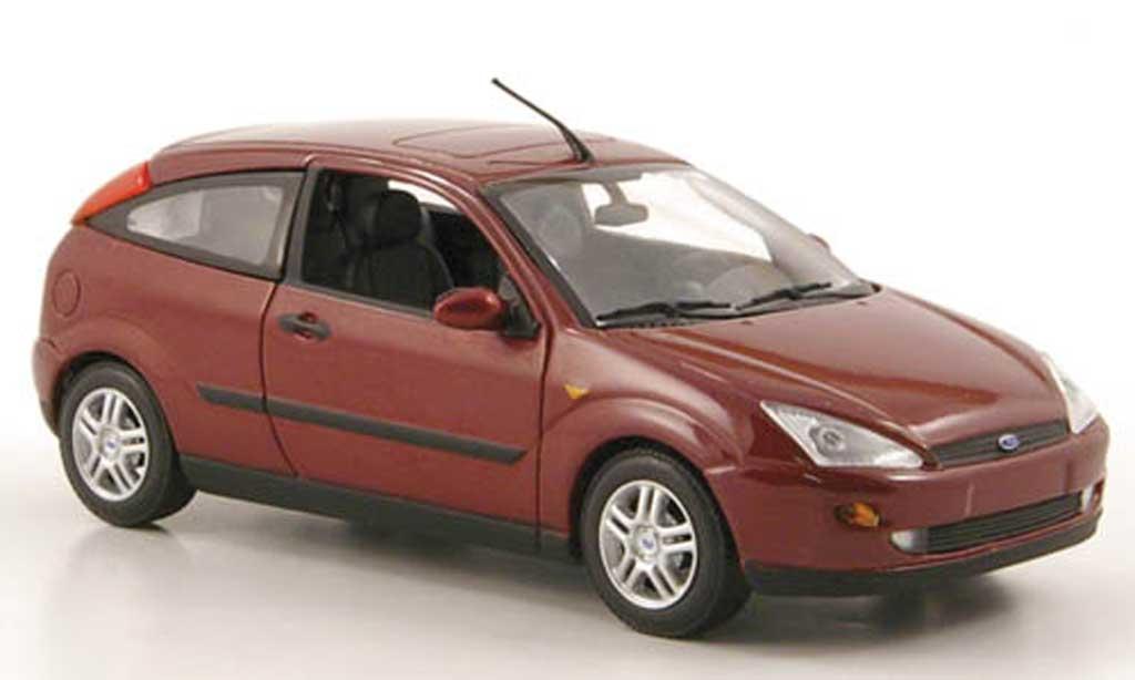 Ford Focus 1/43 Minichamps rouge 3-portes 2002 miniature