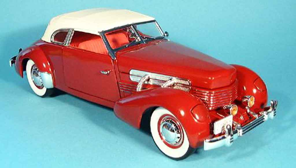 Cord 812 1/18 Signature supercharged rouge et capote blanche 1937 miniature