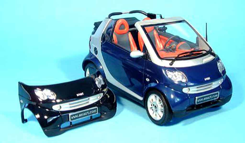 Smart Cabriolet 1/18 Kyosho bleu (bodypanel noire) miniature