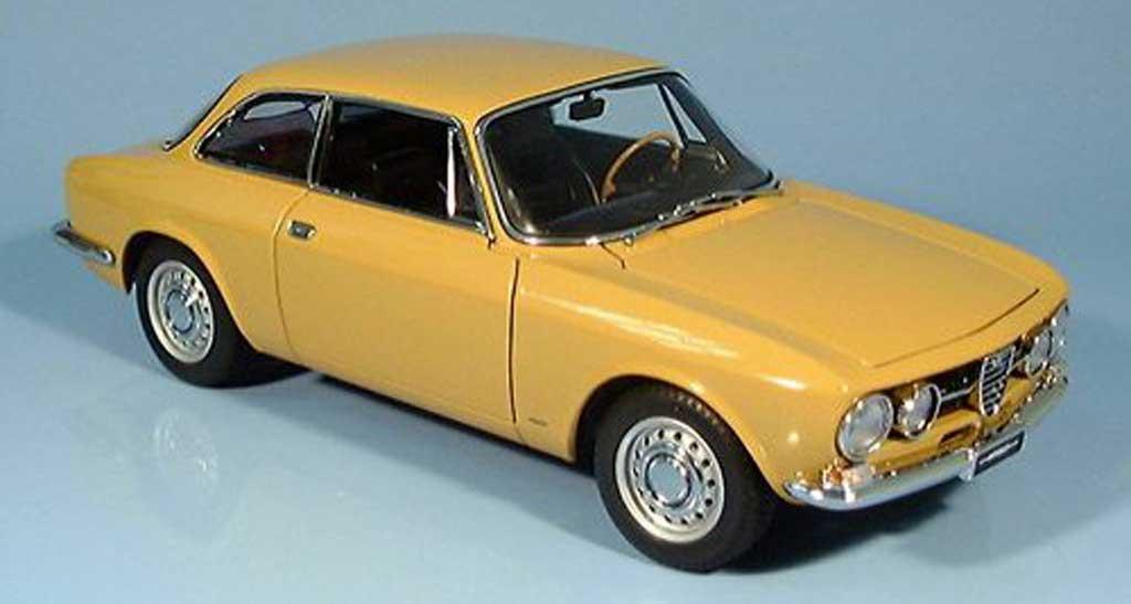 Alfa Romeo 1750 GTV 1/18 Autoart beige, millennium edition 1967 diecast