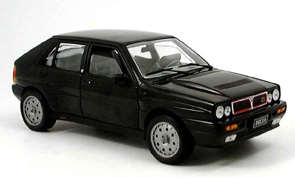 Lancia Delta HF Integrale 1/18 Sun Star noire miniature