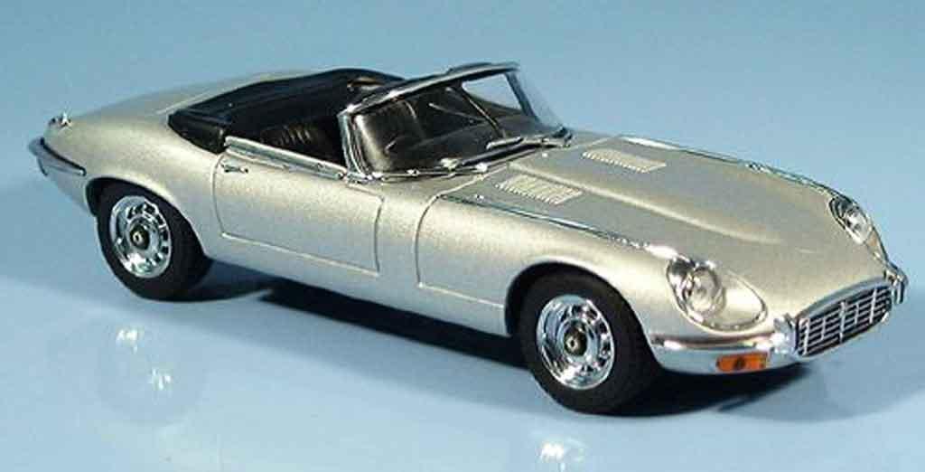 Jaguar E-Type 1/43 Autoart cabriolet serie iii grau metallisee modellautos