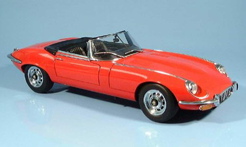 Jaguar E-Type 1971 1/18 Autoart cabriolet roja series iii miniatura