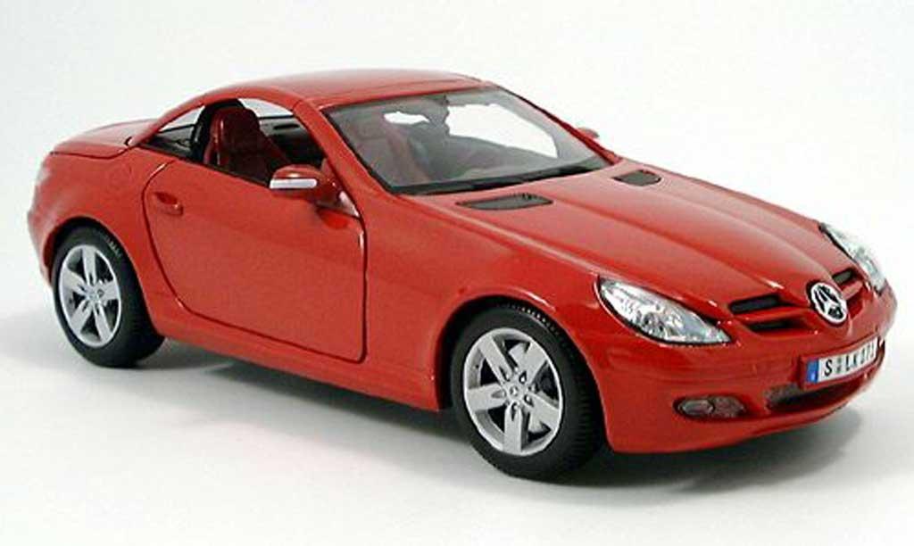 Mercedes Classe SLK 1/18 Maisto rouge toit ferme 2004 miniature