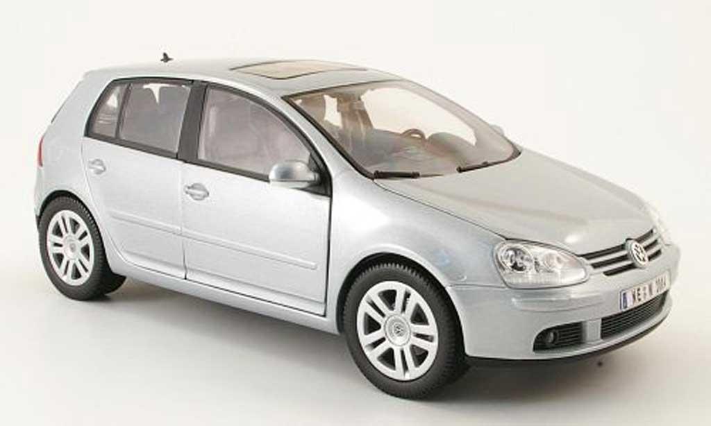 Volkswagen Golf V 1/18 Burago grise 2003 5 portes miniature