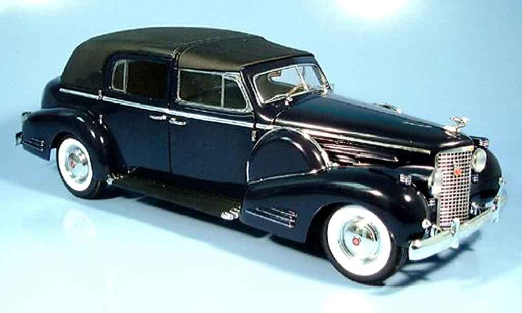 Cadillac Fleetwood 1/18 Signature v16 bleu 1938 miniature