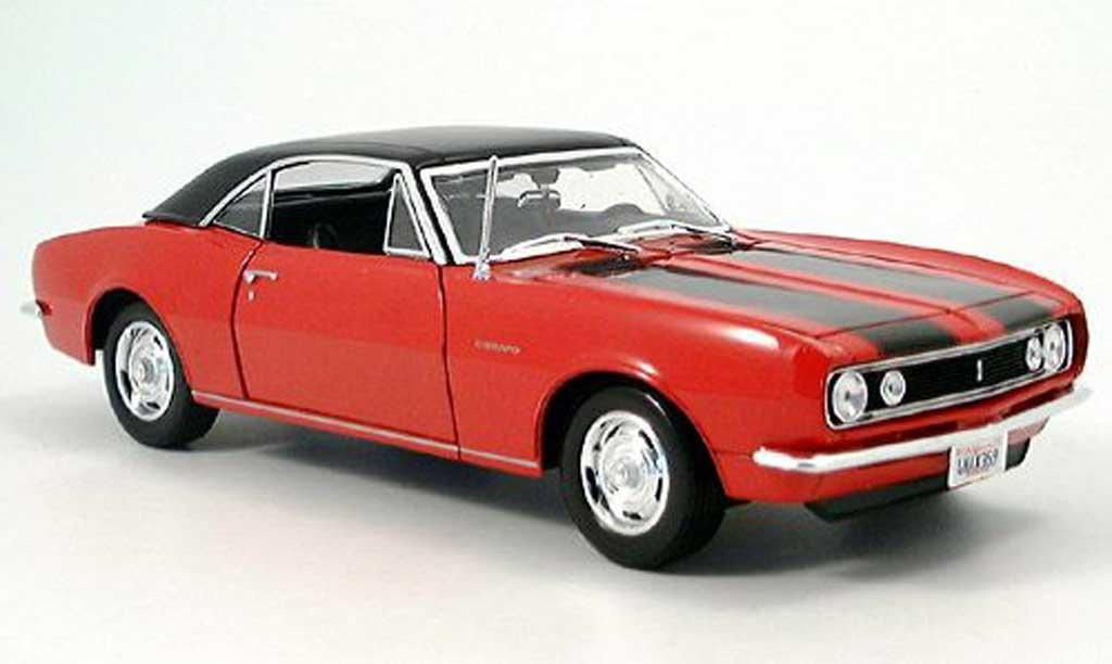 Chevrolet Camaro Z28 1/18 Maisto rouge 1967 miniature