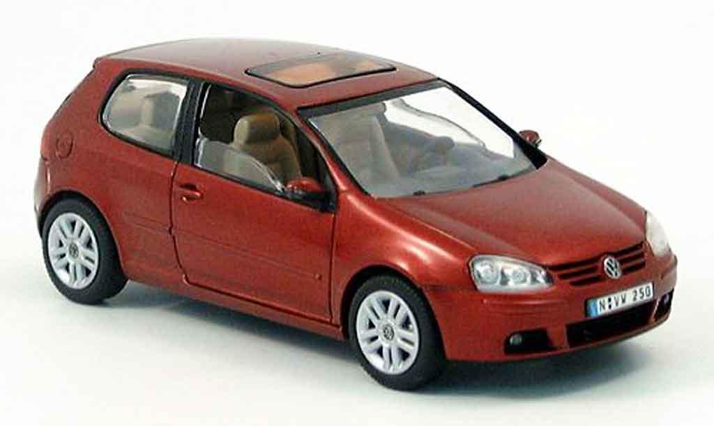 Volkswagen Golf V 1/43 Schuco 2 turer rouge 2003 miniature