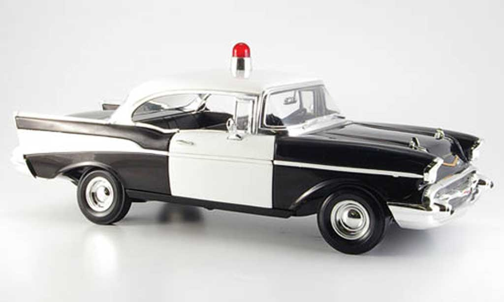 Chevrolet Bel Air 1957 1/18 Ertl noire blanche us-polizei miniature
