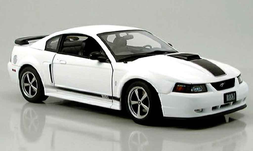 Ford Mustang 2003 1/18 Autoart mach i blanche