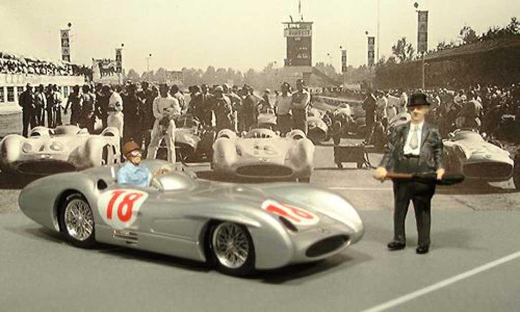 Mercedes W 196 1/43 Brumm GP Italien avec Fangio und Neubauer 1955 miniature