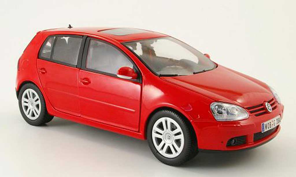 Volkswagen Golf V 1/18 Burago red 2003 5 portes diecast model cars