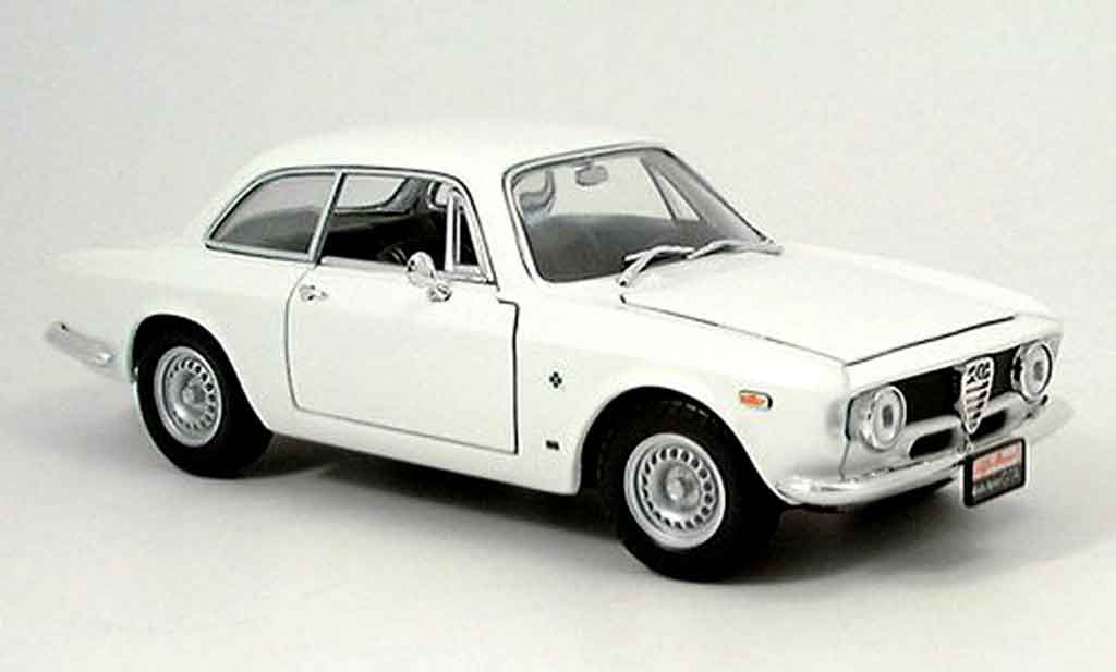 Alfa Romeo Giulia 1300 GTA 1/18 Yat Ming sprint white 1963 diecast