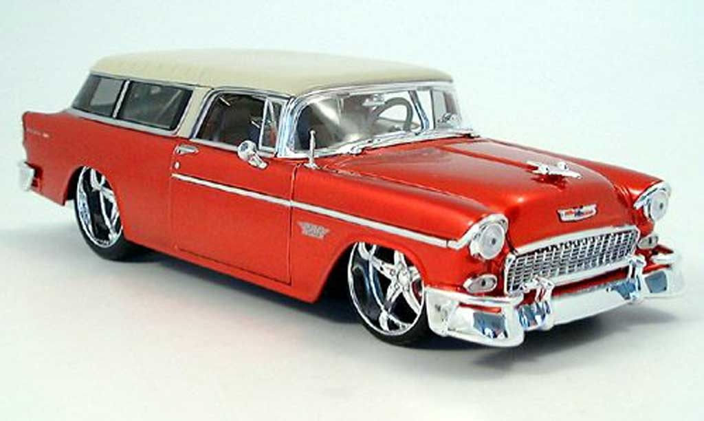 Chevrolet Nomad 1/18 Maisto rouge tuning car miniature