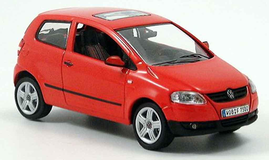 Volkswagen Fox 1/43 Schuco rouge avec lenkung 2005
