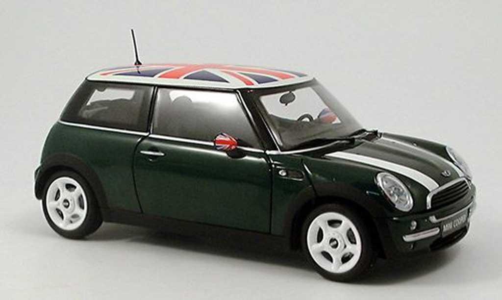 Mini Cooper D 1/18 Kyosho verte, bandes blanches et drapeau anglais sur le toit miniature