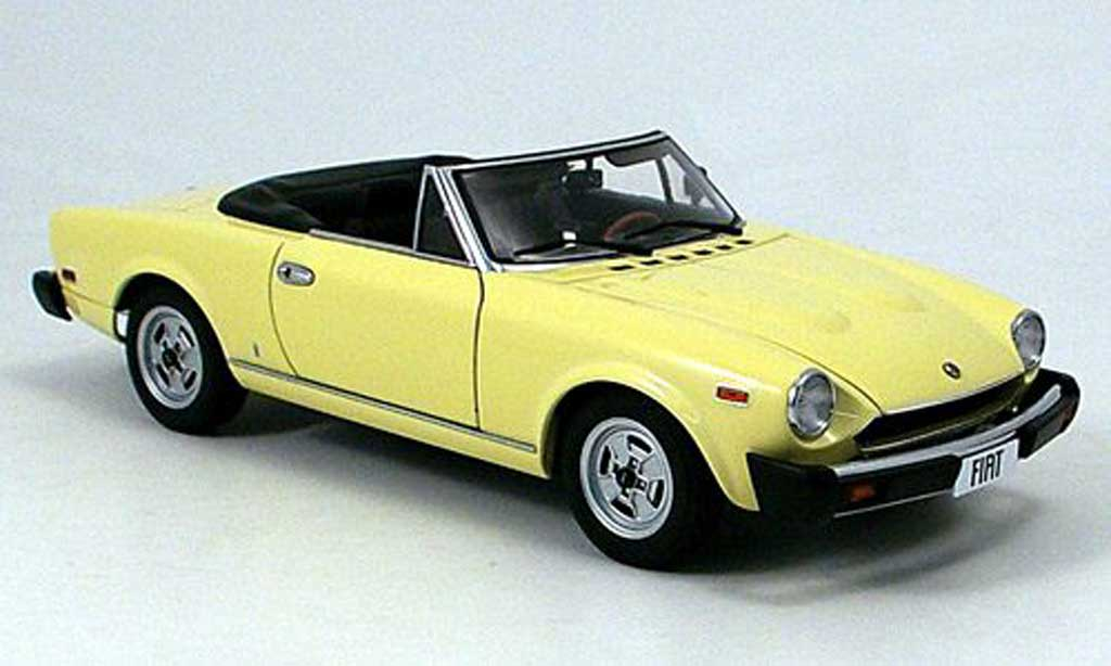 Fiat 124 Spider 1/18 Autoart cs amer. version 1980 diecast
