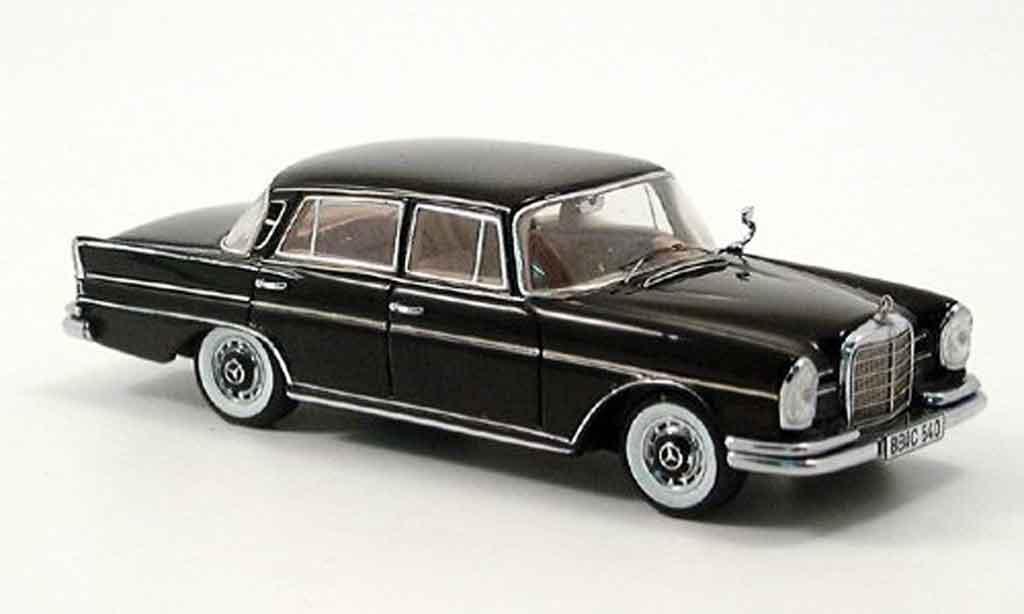 Mercedes 300 SE 1/43 Spark SE (W 112) noire miniature