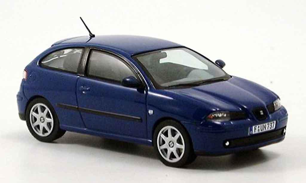 Seat Ibiza 1/43 IXO bleu miniature