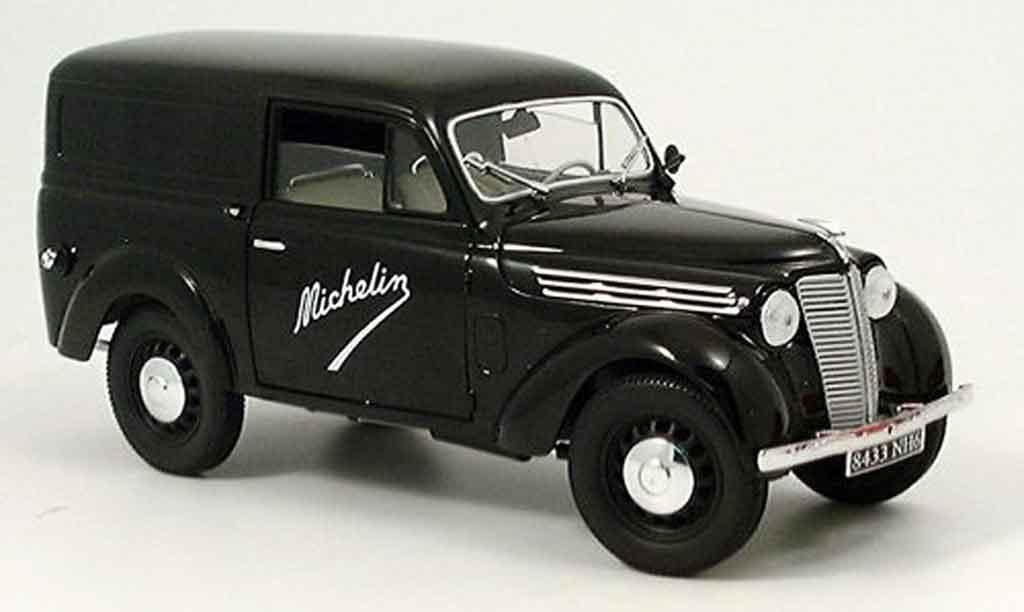 Renault Juvaquatre 1/18 Solido michelin 1952