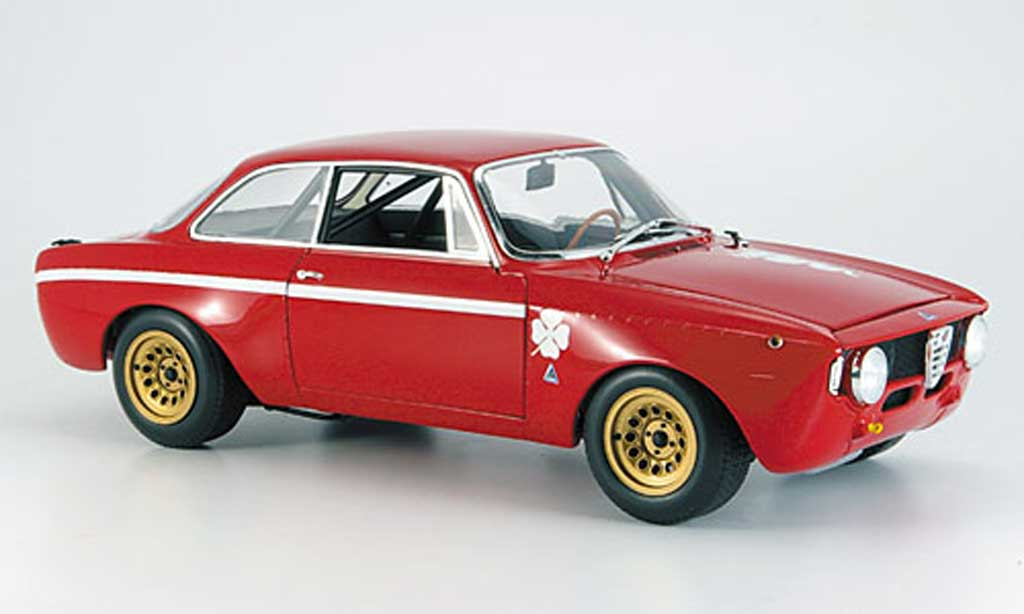 Alfa Romeo Giulia 1300 GTA 1/18 Minichamps junior rouge 1970 miniature