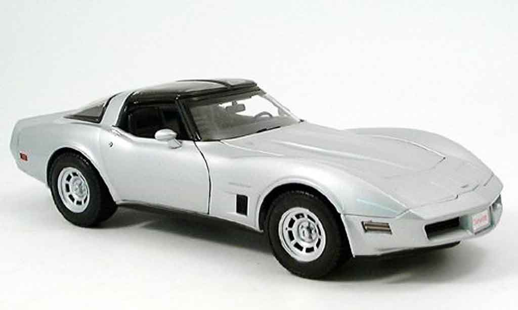 Chevrolet Corvette C3 1/18 Welly grigia 1982 miniatura