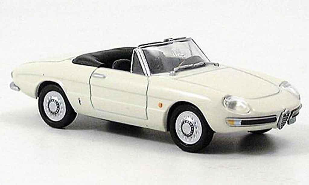 Alfa Romeo Spider 1/43 DeAgostini 1600 duetto beige 1966 diecast