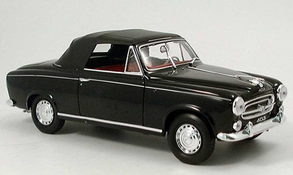 Peugeot 403 Cabriolet 1/18 Welly noire 1957 avec capote miniature
