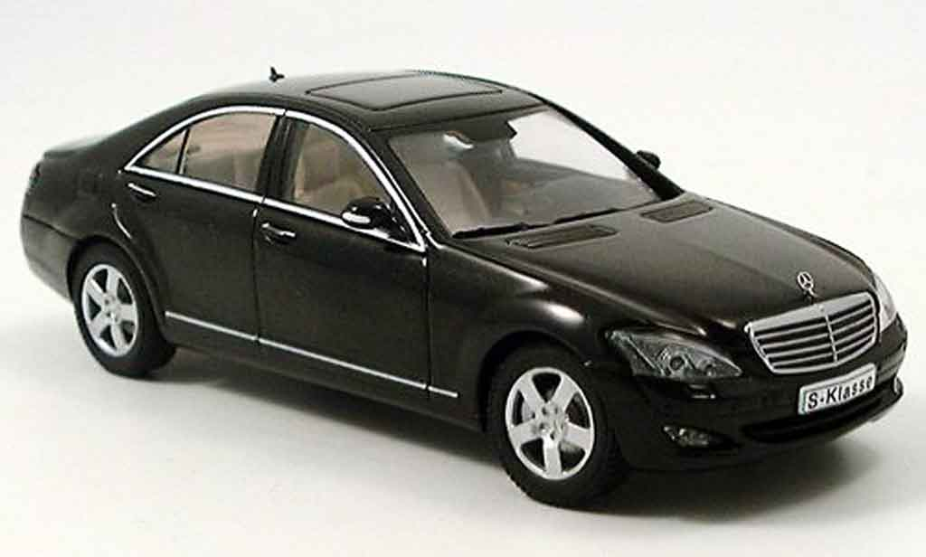 Mercedes Classe S 1/43 Autoart S 500 SWB black 2004 diecast model cars