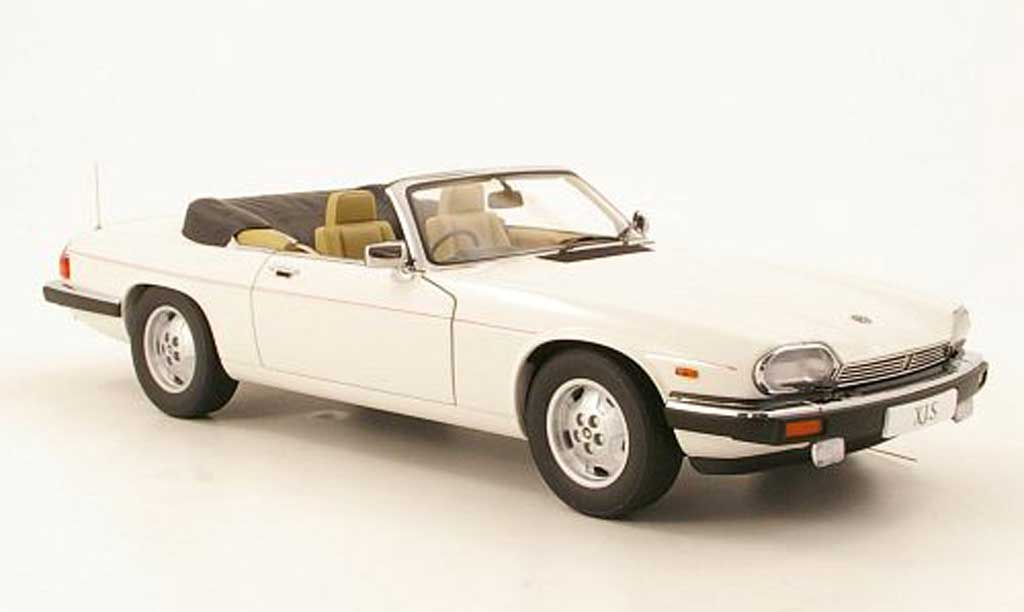 Jaguar XJS 1988 1/18 Autoart Convertible blanche RHD miniature