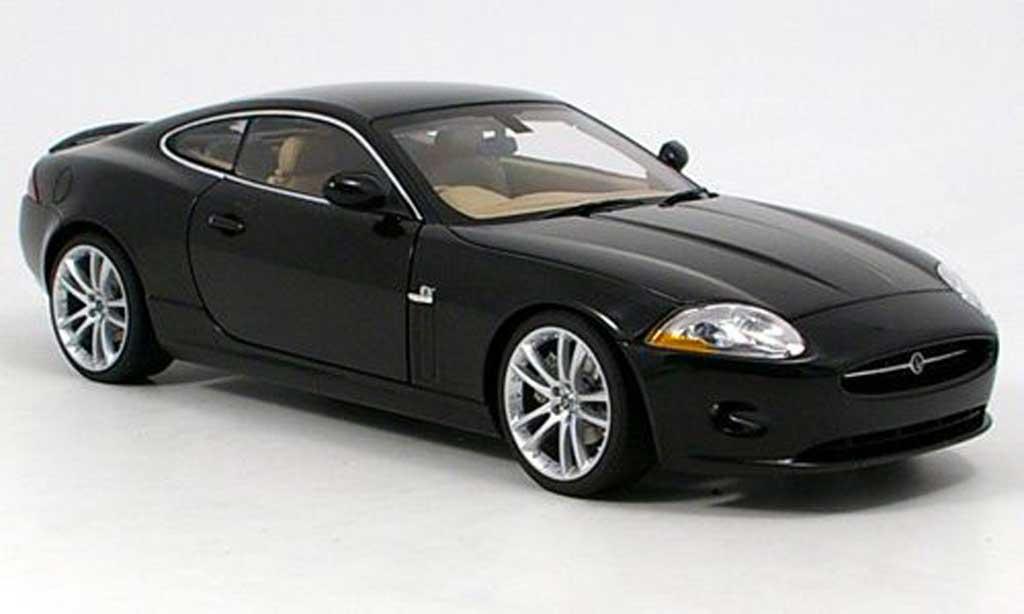 Jaguar XK coupe 1/18 Autoart noire 2005 miniature