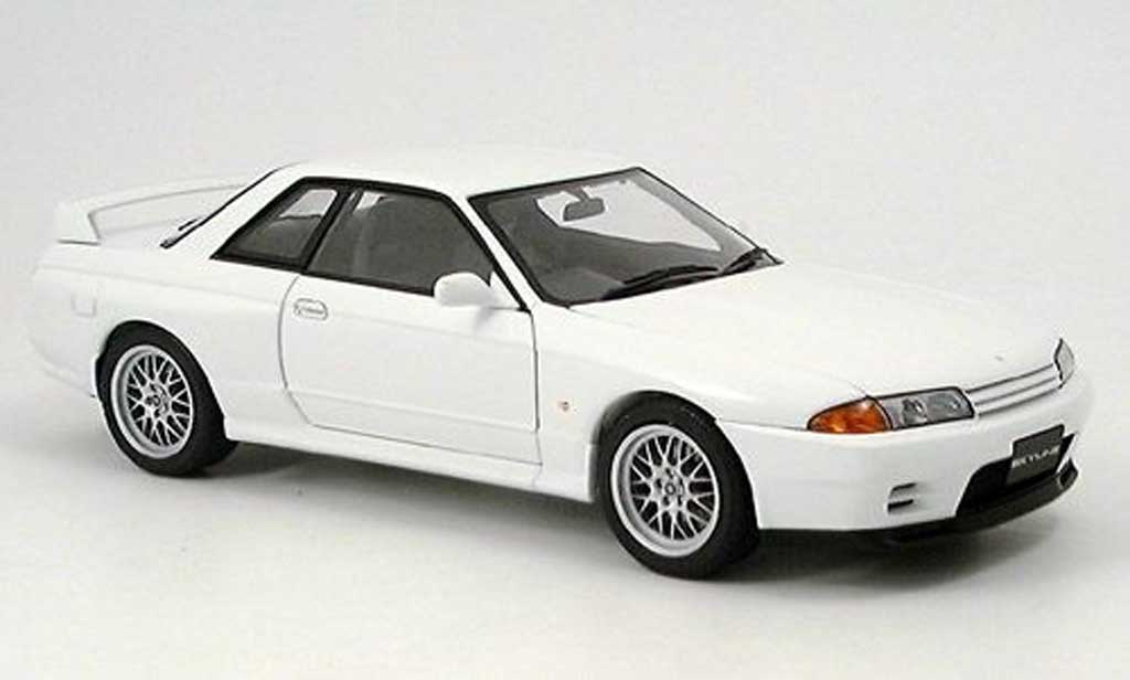 Nissan Skyline R32 1/18 Autoart gtr v-spec.ii blanche miniature