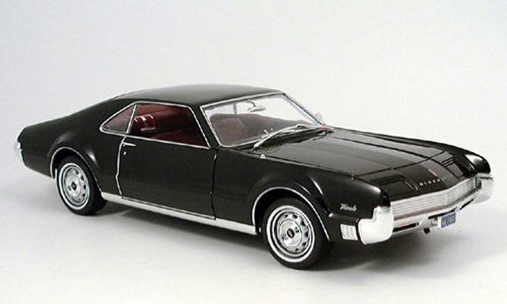 Oldsmobile Toronado 1/18 Yat Ming noire 1966 miniature