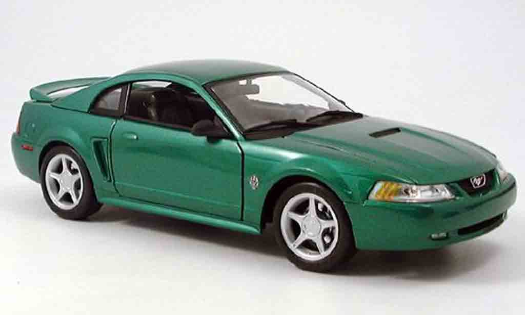 Ford Mustang GT 1/18 Maisto green 1999 diecast