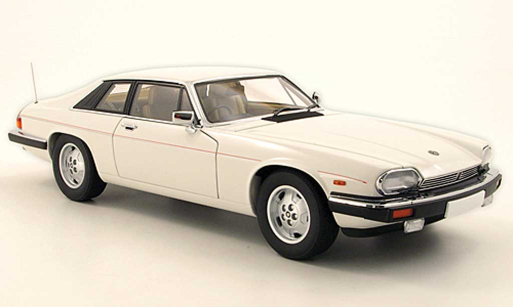 Jaguar XJS 1986 1/18 Autoart V12 blanche miniature