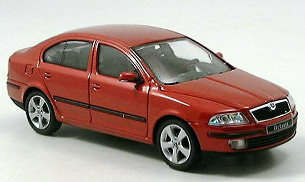 Skoda Octavia 1/43 Abrex Limousine rouge miniature