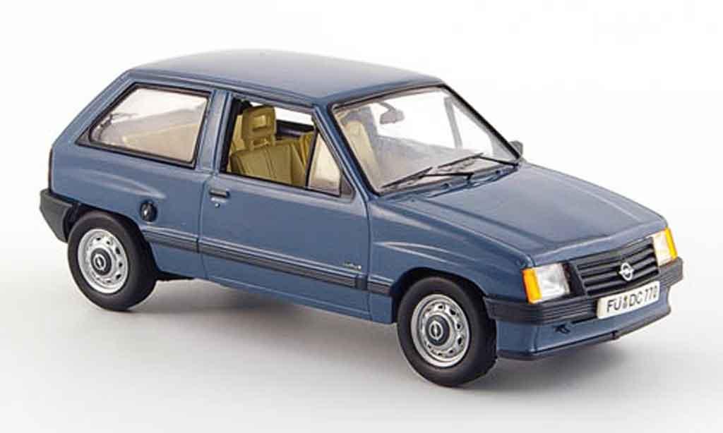 Opel Corsa 1/43 Schuco a bleu miniature