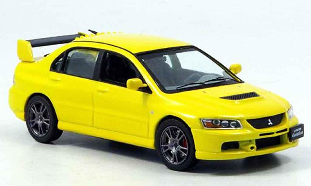 Mitsubishi Lancer Evolution IX 1/43 IXO jaune 2006 miniature
