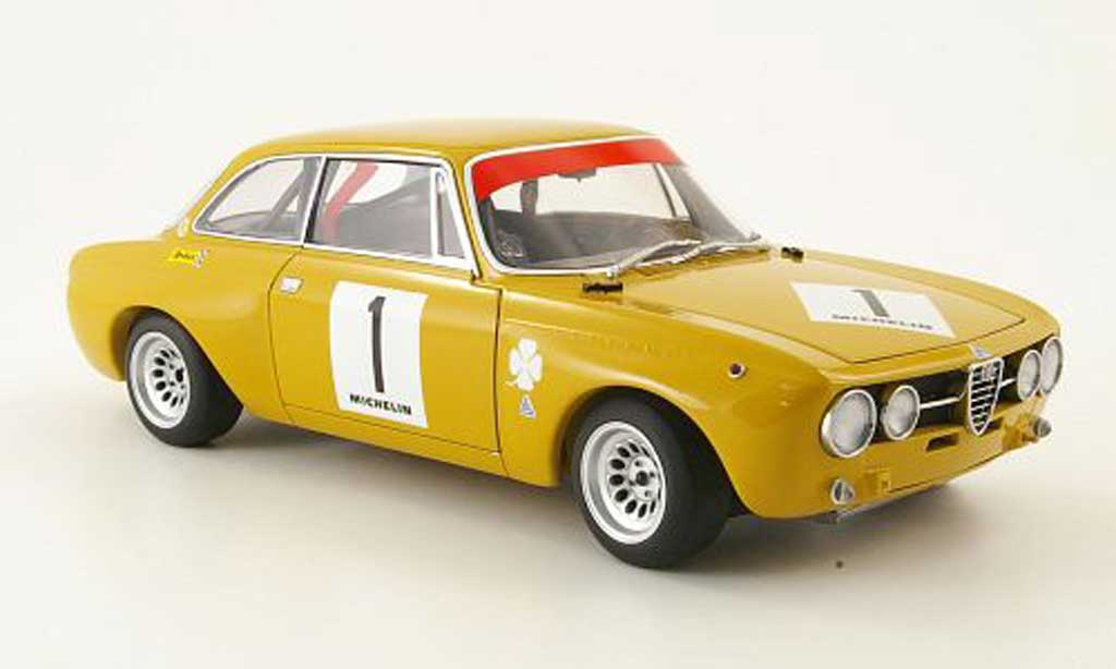 Alfa Romeo Giulia GT Am 1/18 Autoart no.1 jarama 1970 diecast