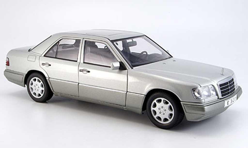 Mercedes Classe E 1/18 Autoart e320 (w 124) limousine argent 1995 miniature