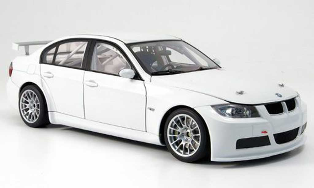 Bmw 320 E90 1/18 Autoart si blanche plain body version 2006 WTCC test car miniature