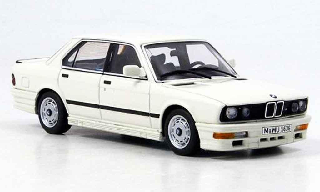 Bmw M5 E28 1/43 Autoart 535i blanche 1985 miniature