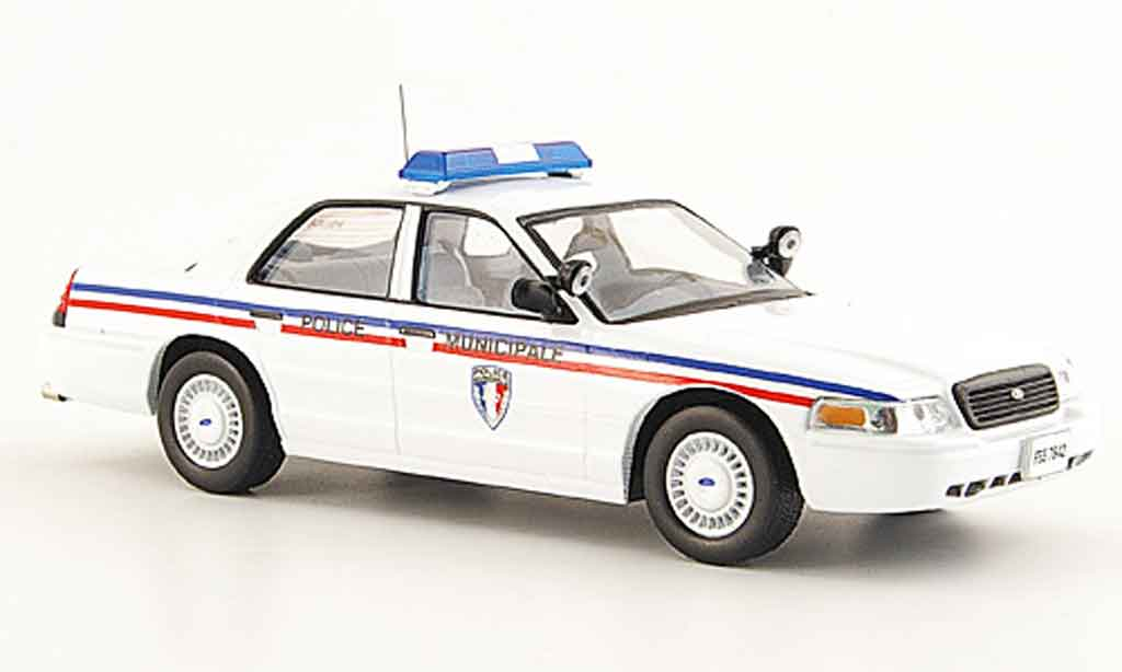 Ford Crown 1/43 IXO police Montepellier miniature