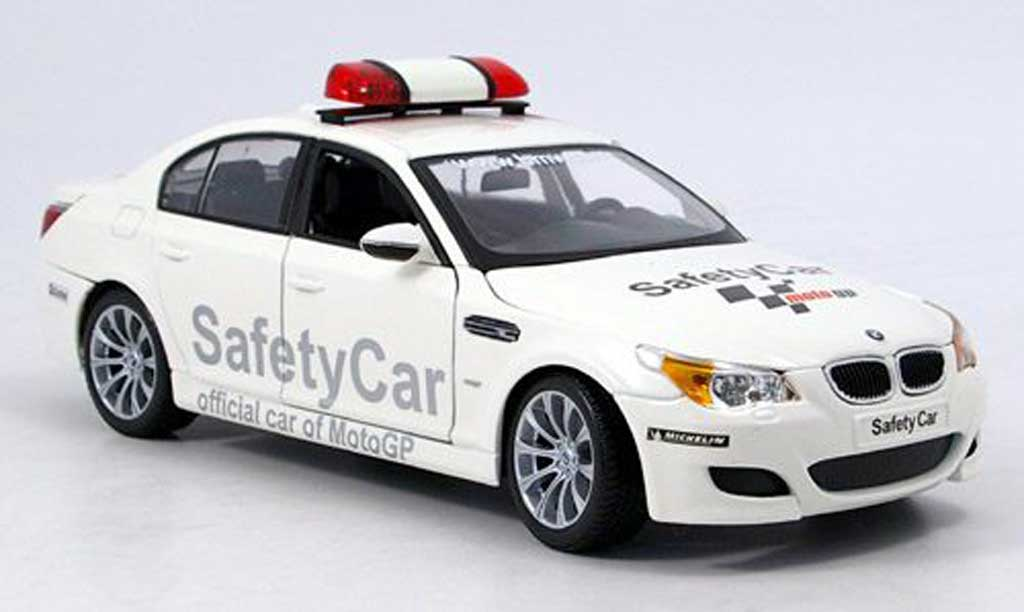 Bmw M5 E60 1/18 Maisto safety car moto gp blanche miniature