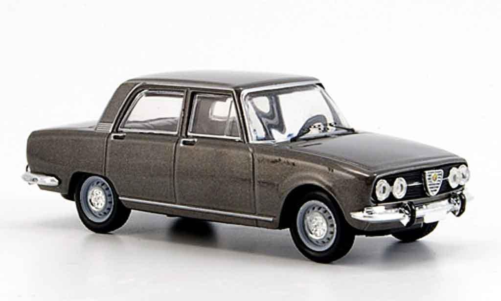 Alfa Romeo 2000 1971 1/43 M4 berline grise 1971 miniature