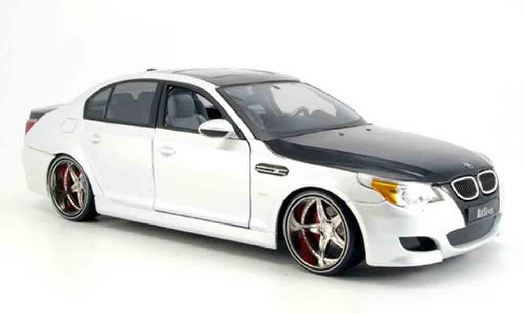 Bmw M5 E60 1/18 Maisto tuning white/black diecast model cars
