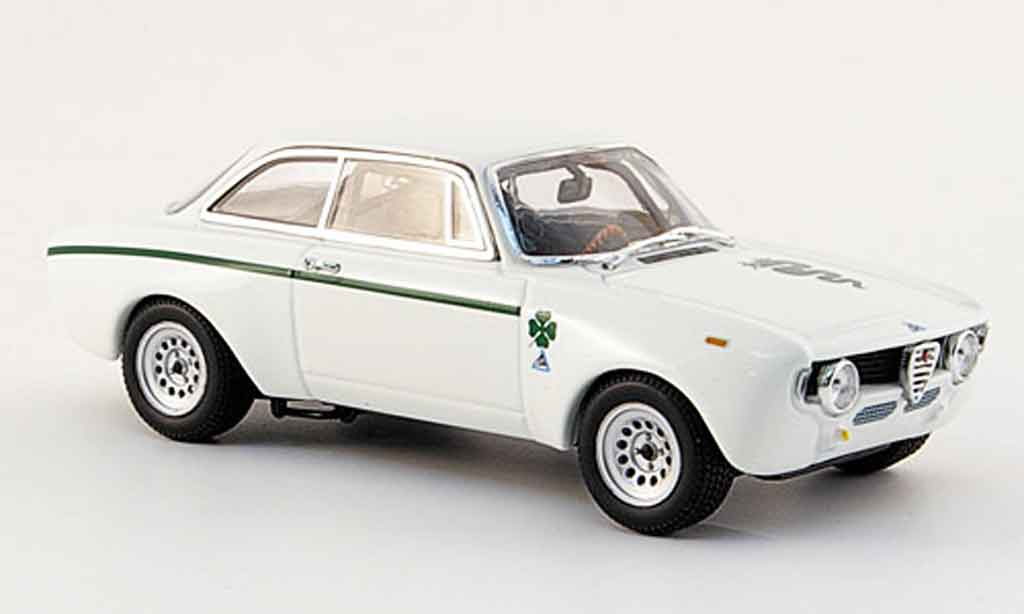 Alfa Romeo Giulia 1300 GTA 1/43 Minichamps junior white 1970 diecast